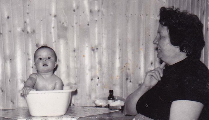 Undertegnede og min mor, påsken 1962