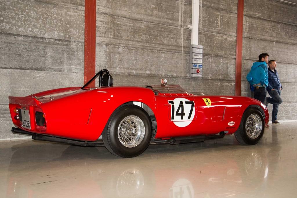 Ferrari 330 Testarossa. Også en replika bygd av svenske Motorima.