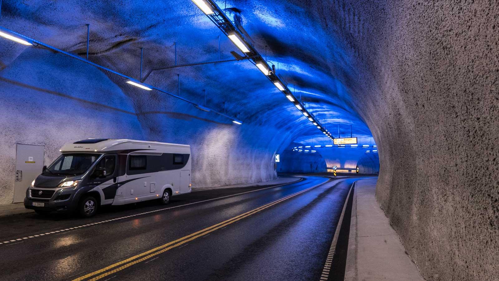 Stilig tunnelbelysning i Hardanger