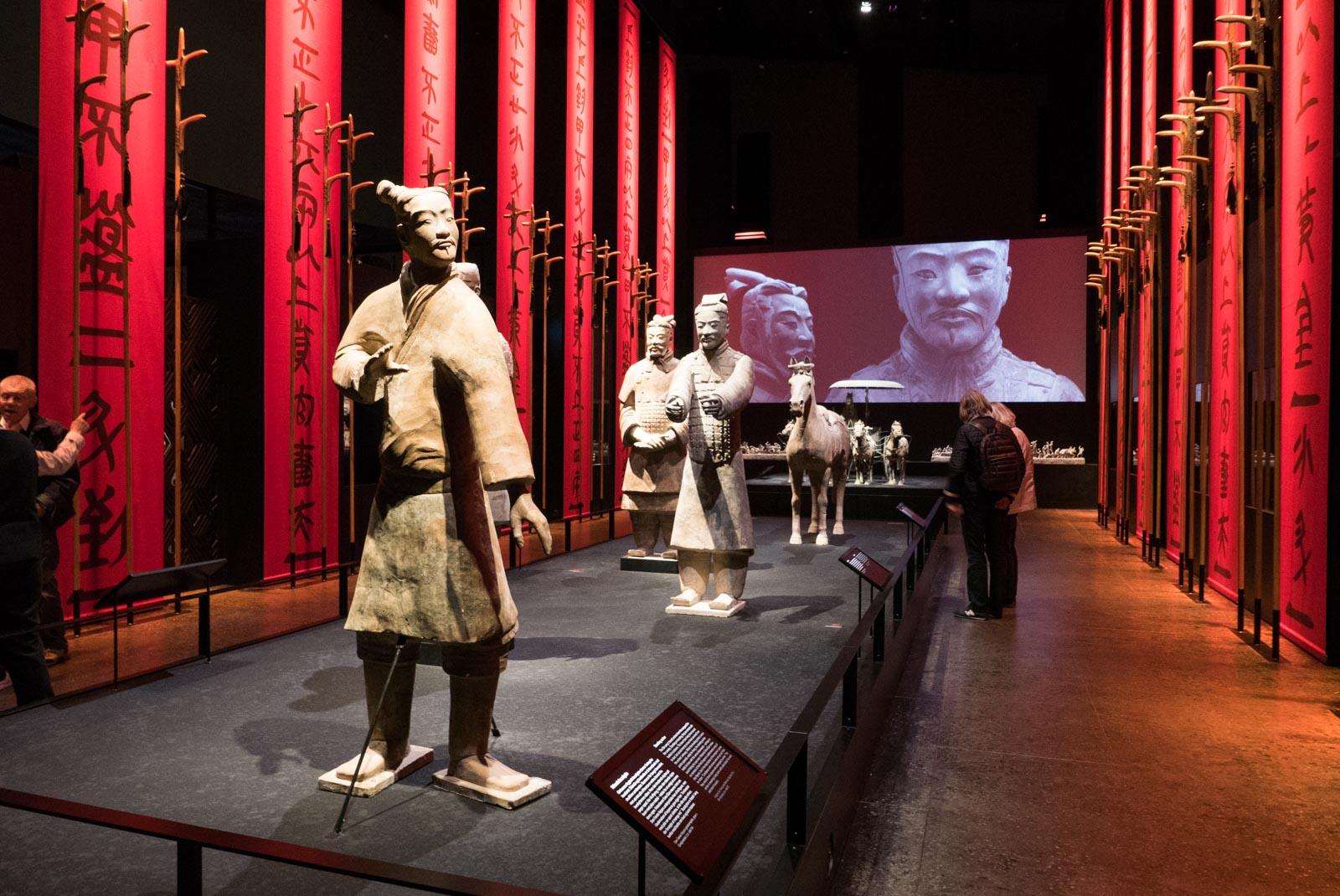 Noen av de over 7000 Terrakottakrigerne som vokter keiserens grav