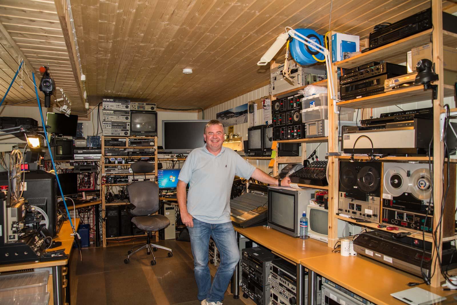 Det er mye utstyr som skal til for å konvertere analog film og lyd til digitalt
