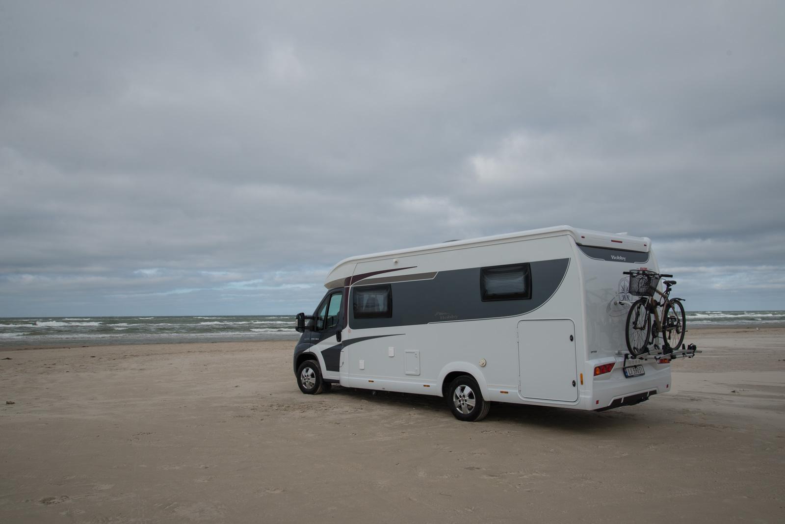 I Blokhus kan man kjøre bil på stranden