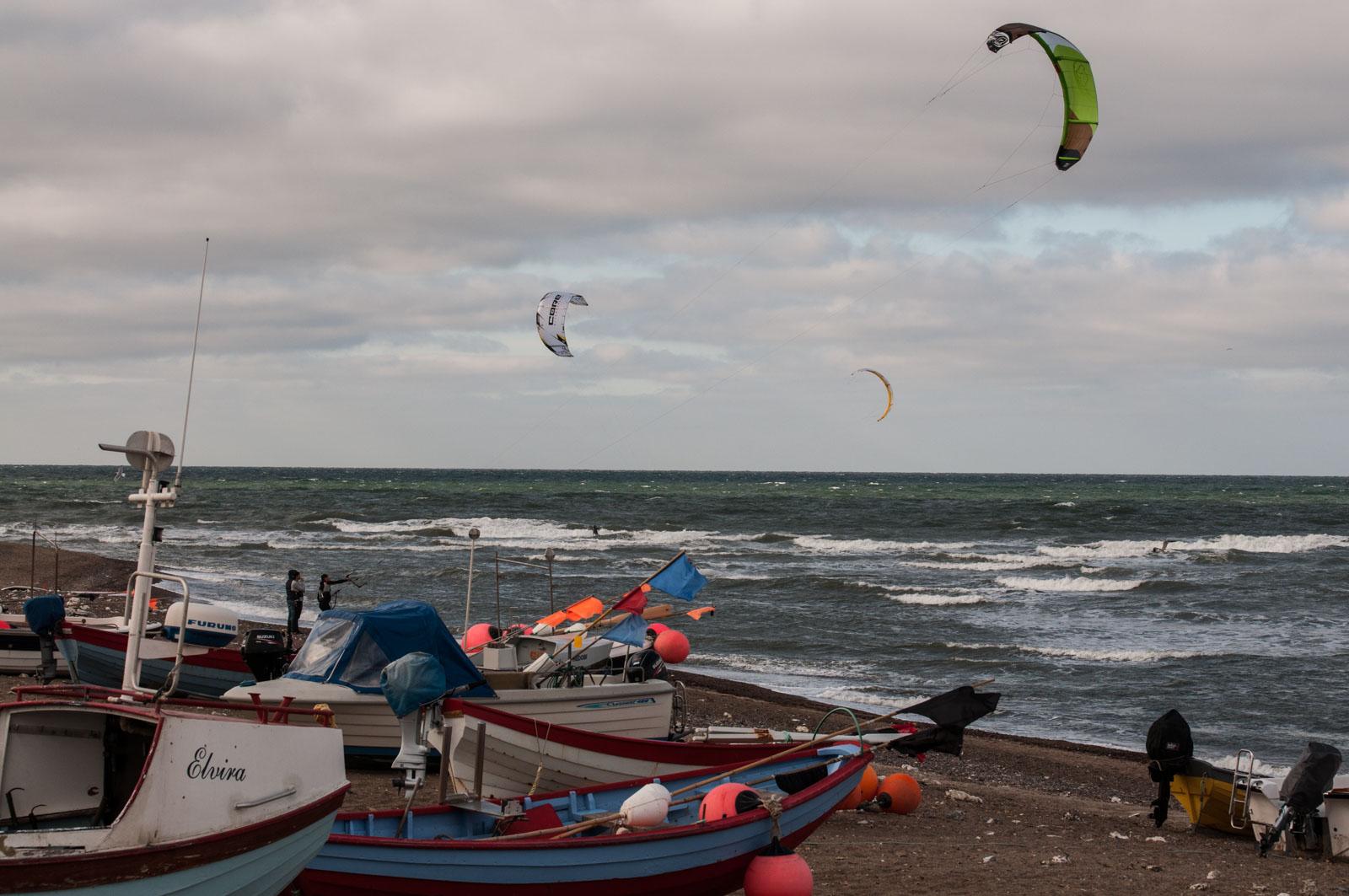 Fiskere og surfere i skjønn forening i Klitmøller