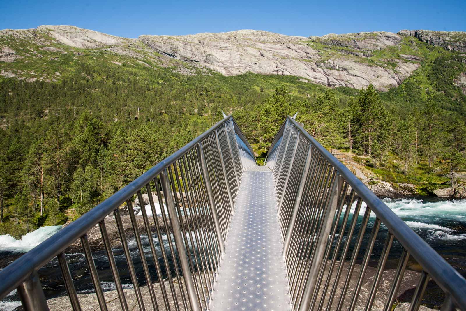 Gangbrua over Likholefossen