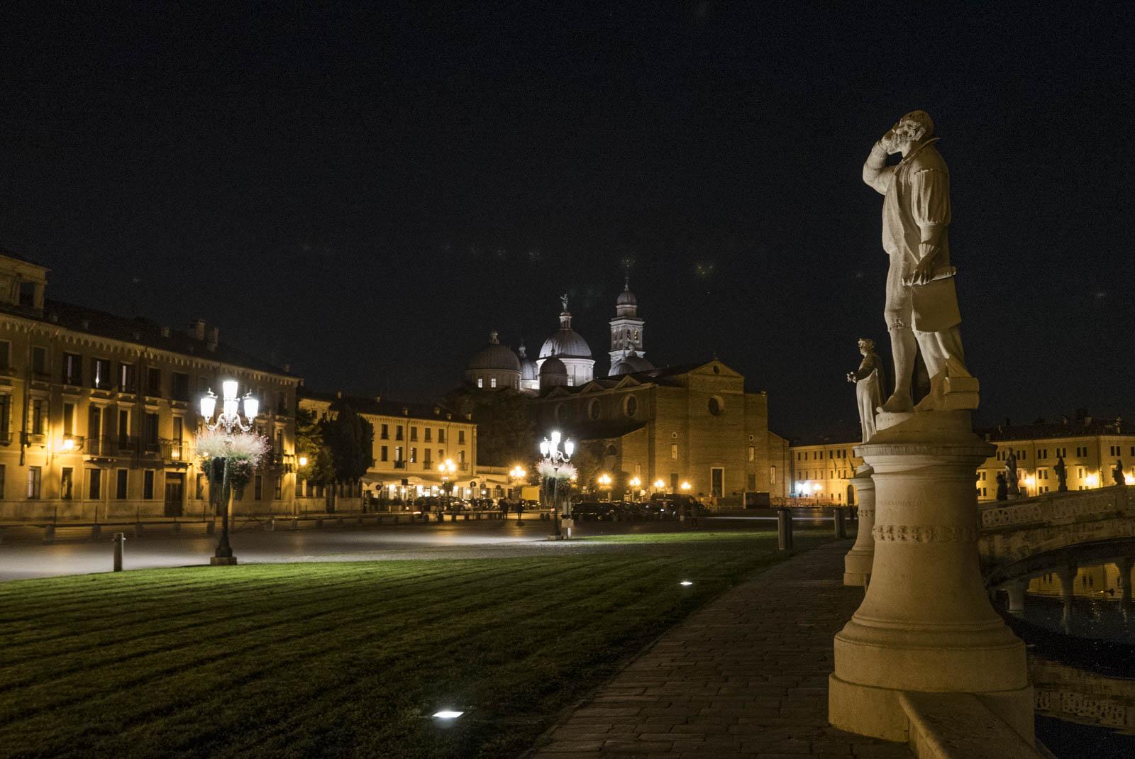 Piazzaen er flott også på kveldstid