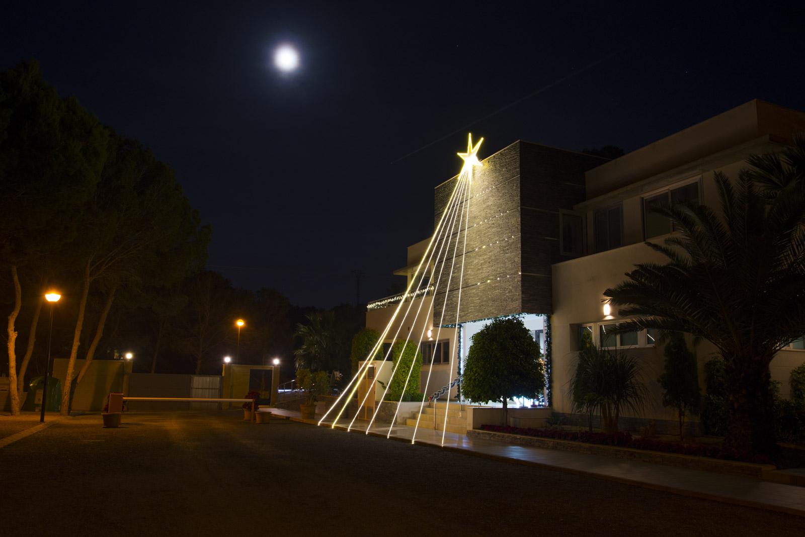 Fin julebelysning på hovedbygget