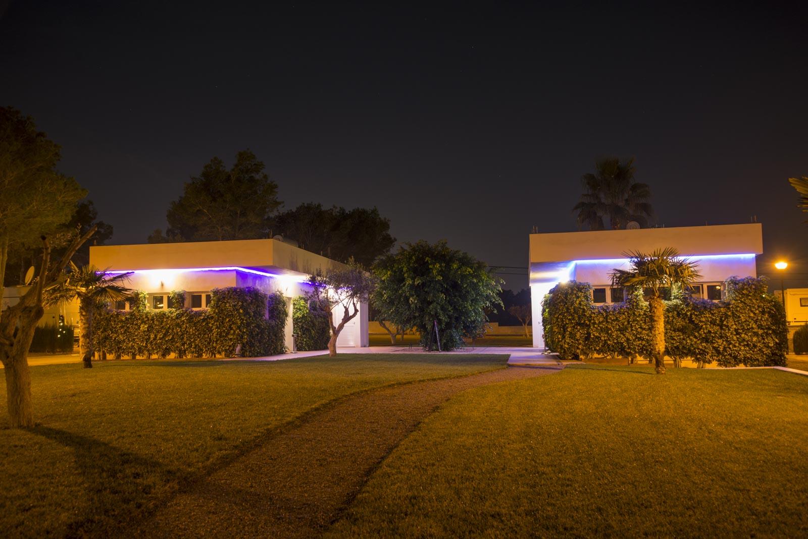 Sanitæranleggene er i likhet med resten av plassen flott belyst om kveldene