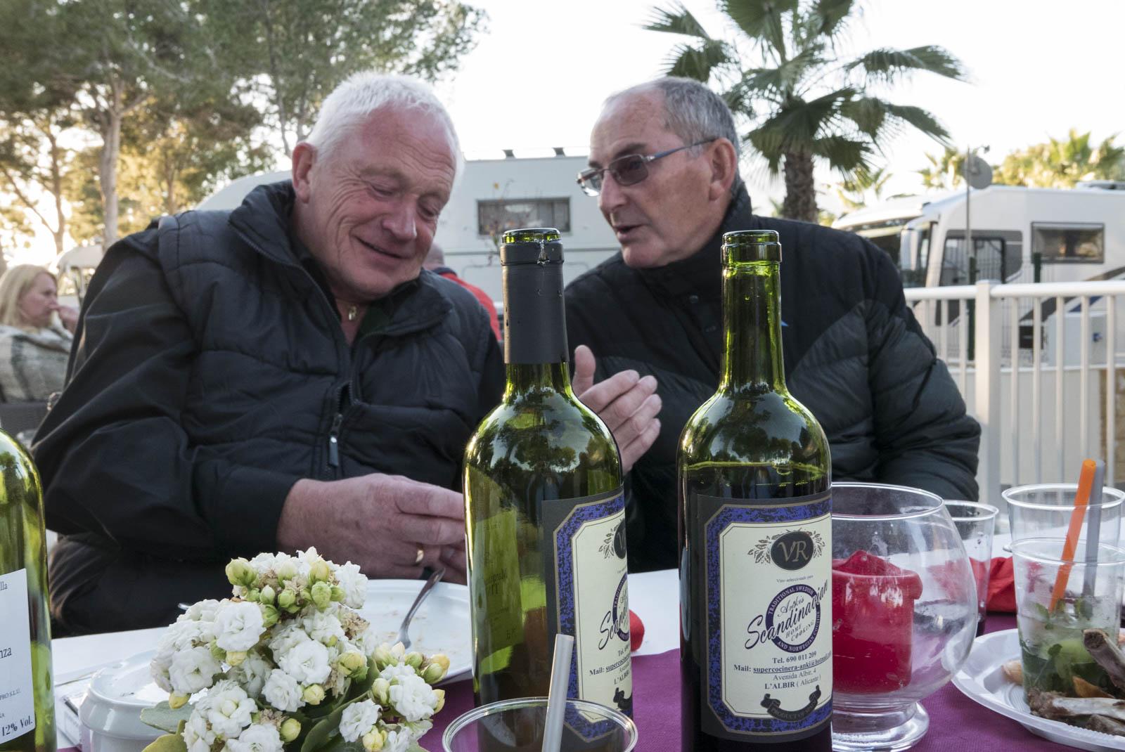 Harald og Sigmund forteller røverhistorier til hverandre