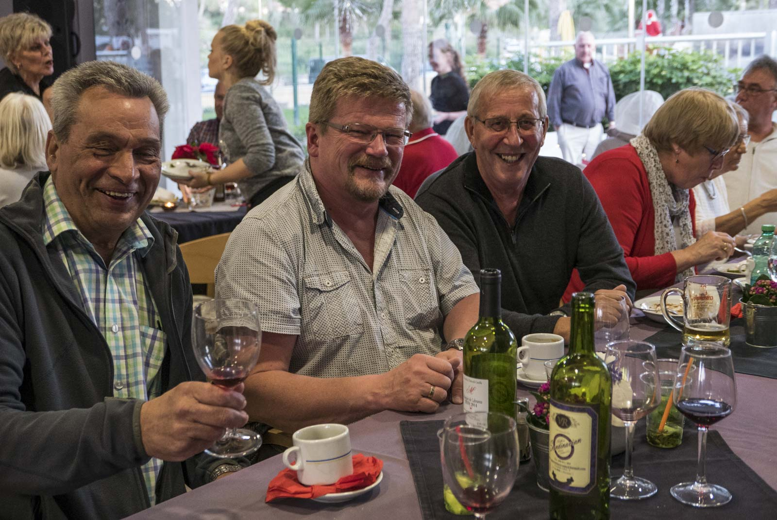 Kai, Hugo og John koste seg med god mat og drikke