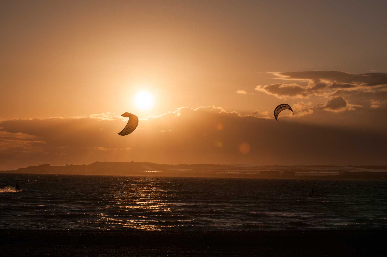 Kitere i solnedgang