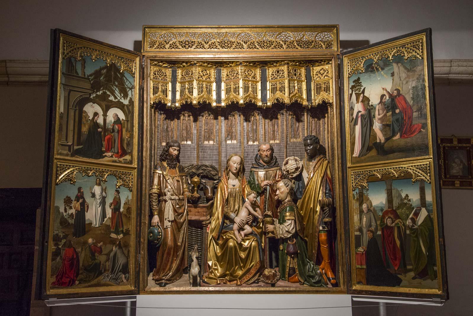 En flott altertavle er også utstilt