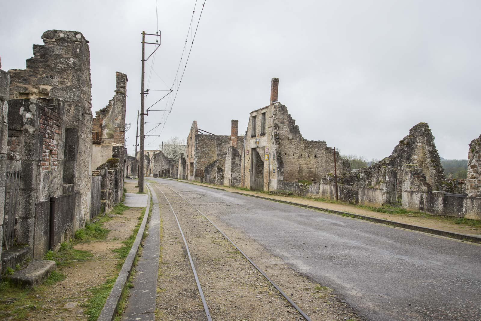 Oradour var en forholdsvis moderne by, med blant annet sporvei