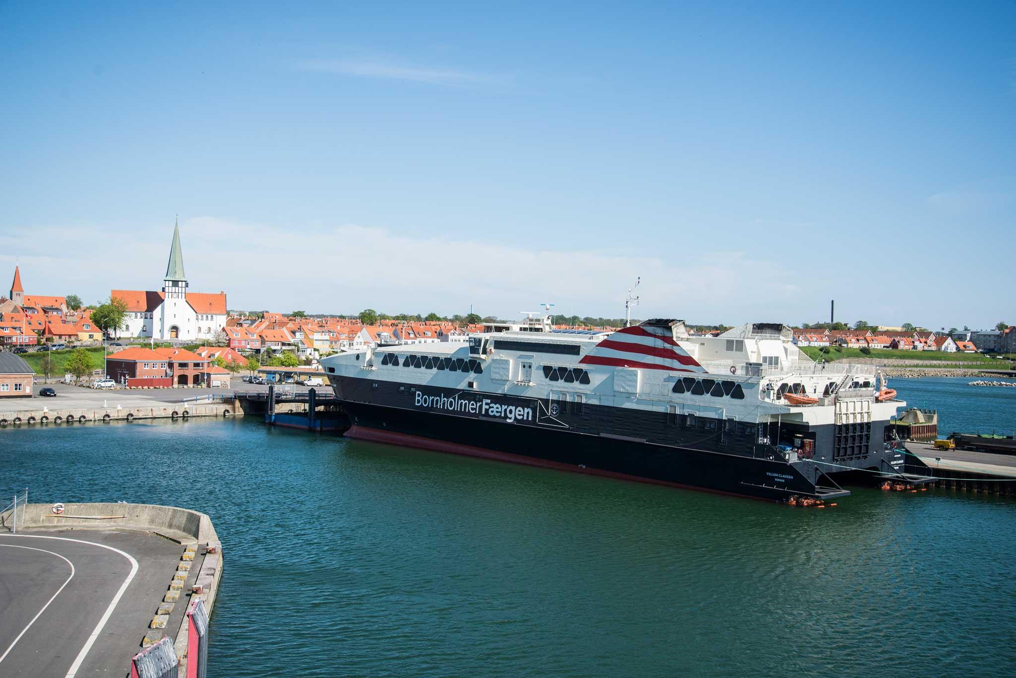 2: De hurtiggående fergene bringer deg fra Ystad til Rønne på under halvannen time.