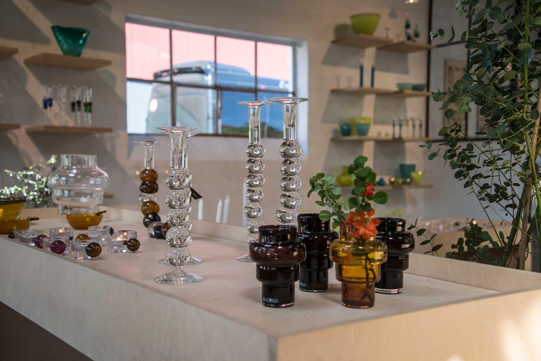 Mange flotte glassprodukter til salgs.