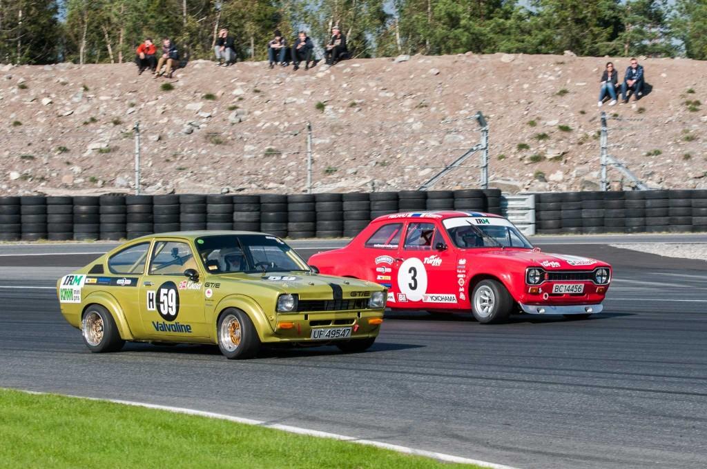 Holm Jacob Matheson tar ledelsen i sin Ford Escort. Skandinavias mestvinnende løpsbil.