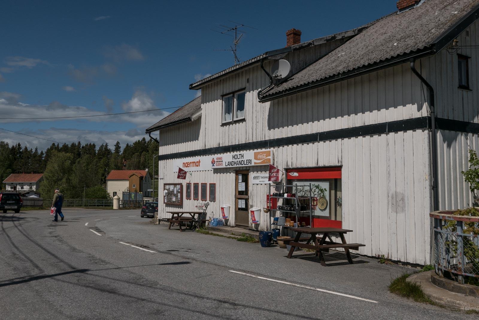 Holth Landhandel, koselig liten butikk på Strømsfoss