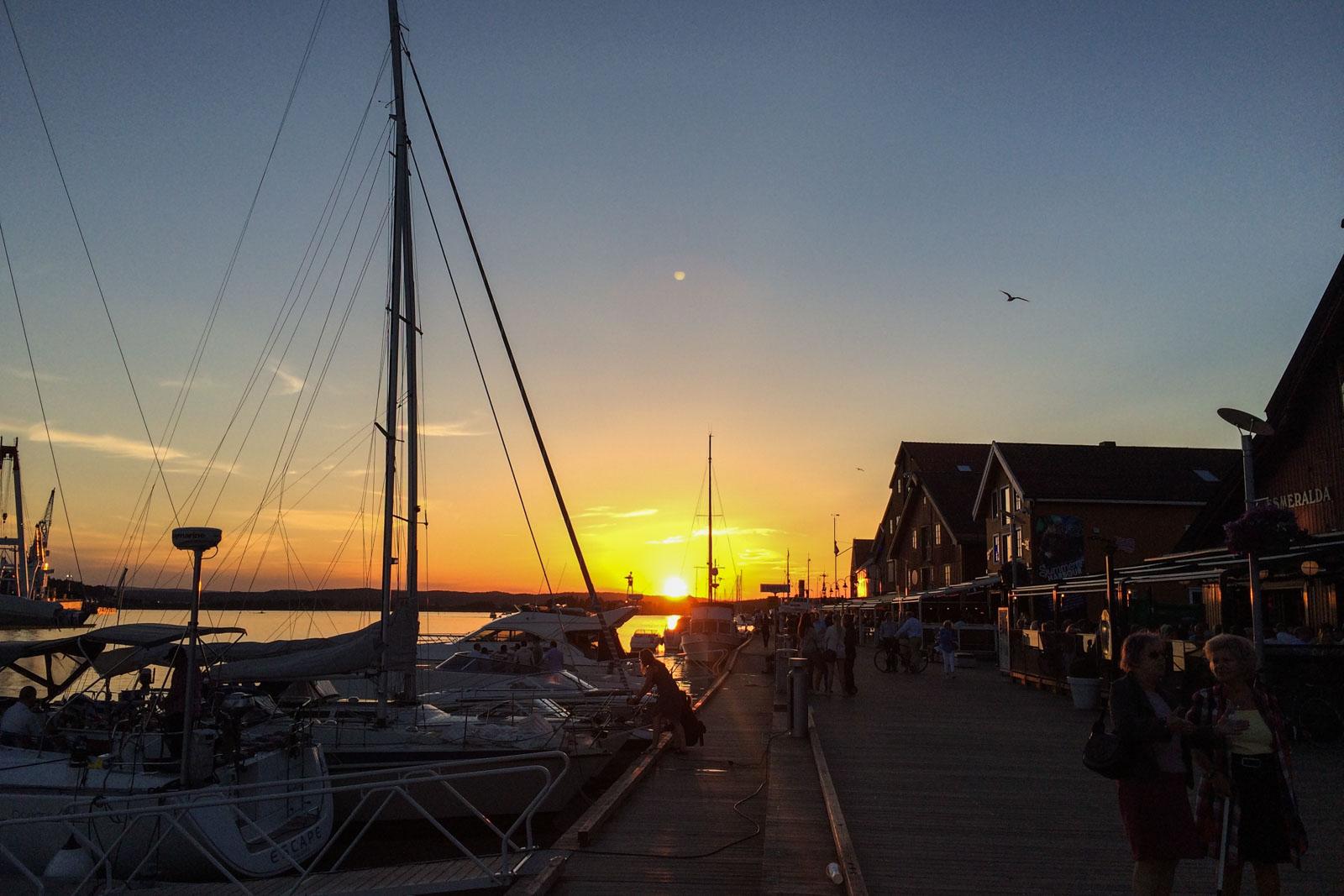Solnedgang på brygga i Tønsberg