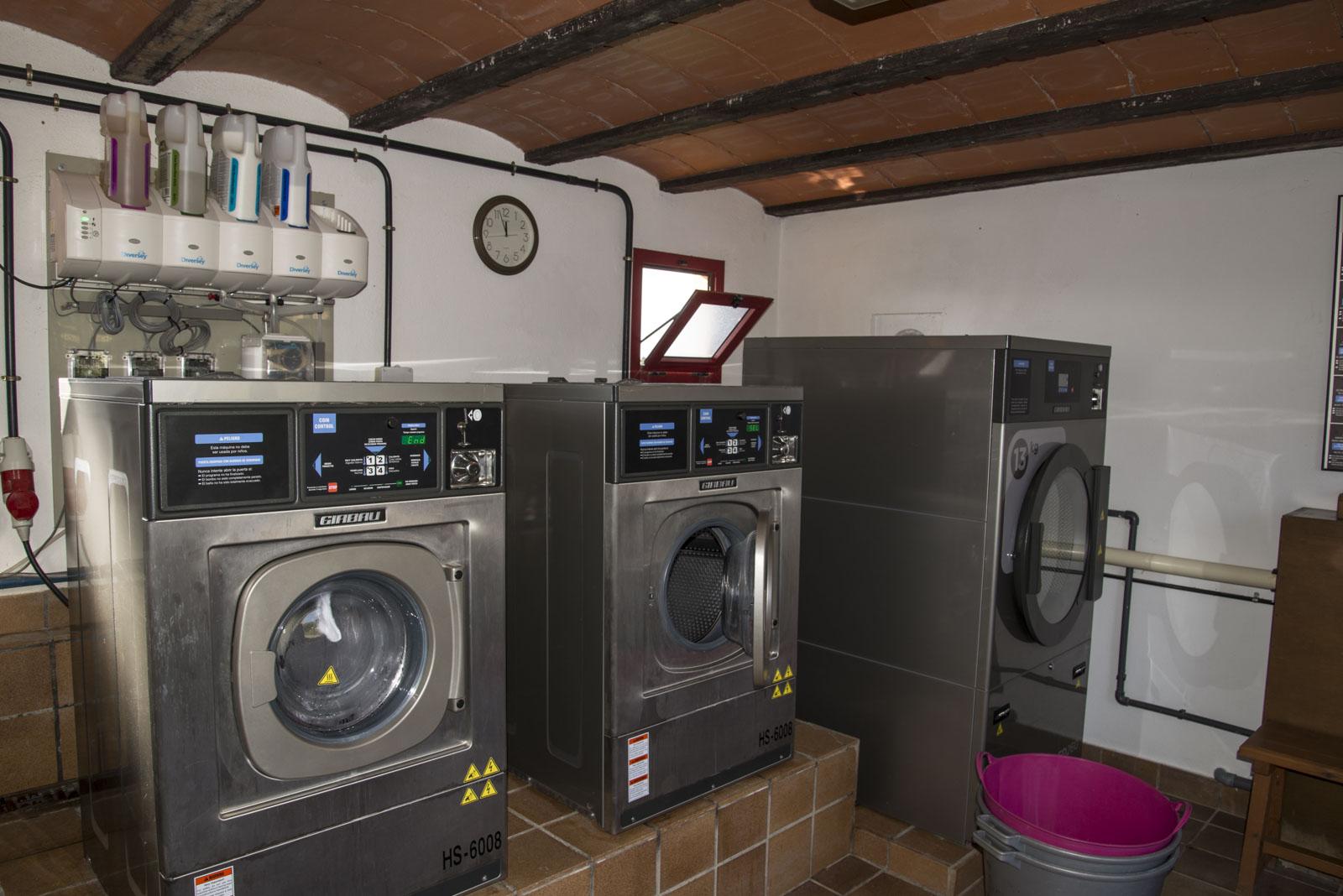 Vaskerommet med nye maskiner med automatisk dosering av vaskemidler