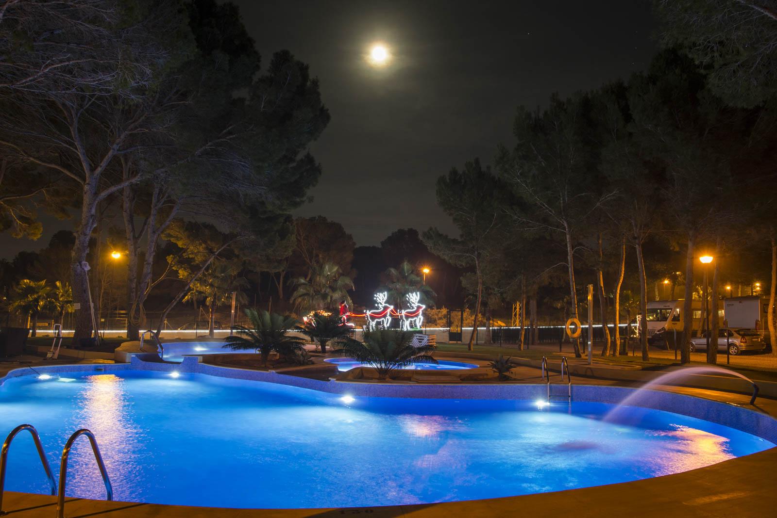 Kveldsstemning ved bassenget