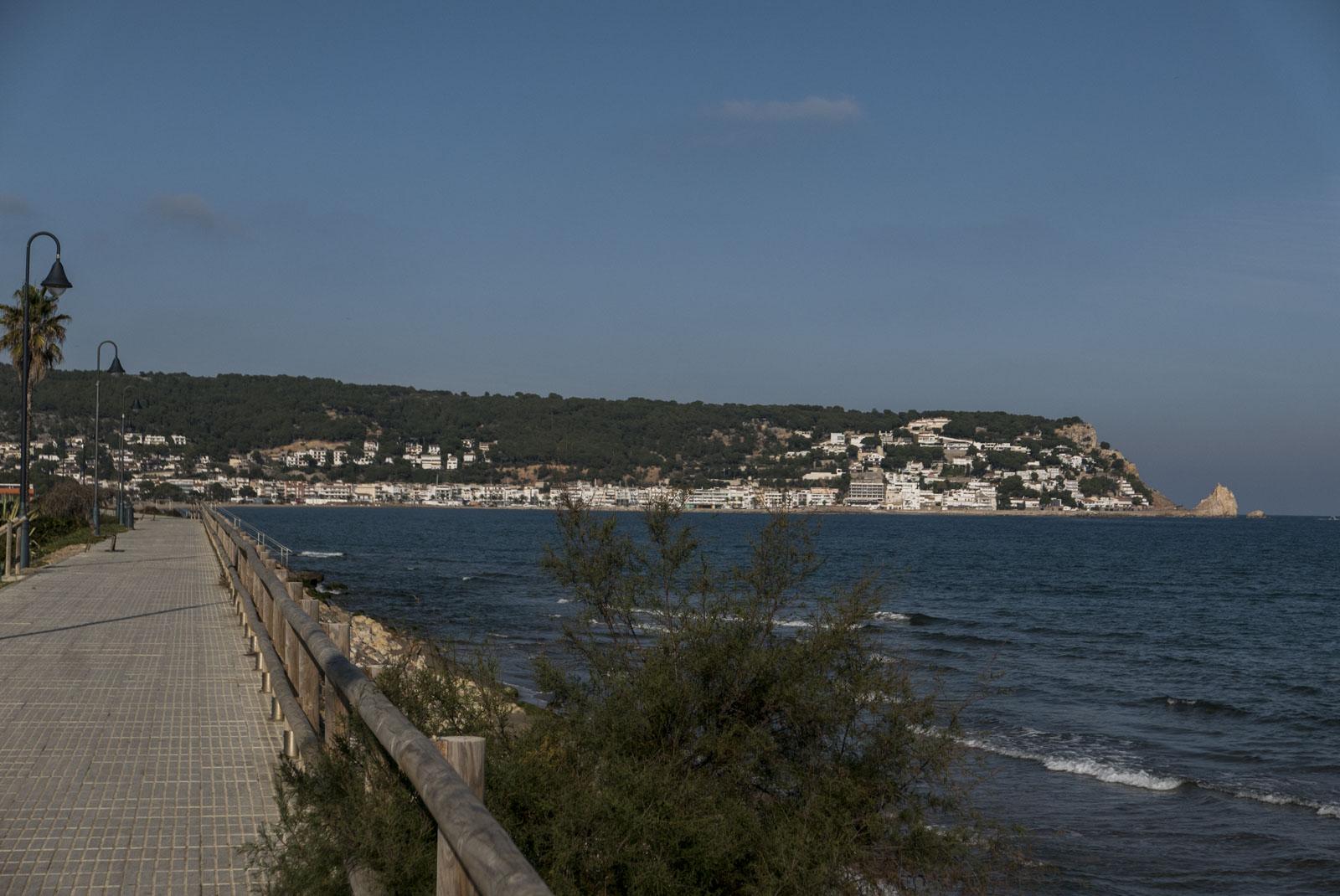 Langs strandpromenaden mot Estartit