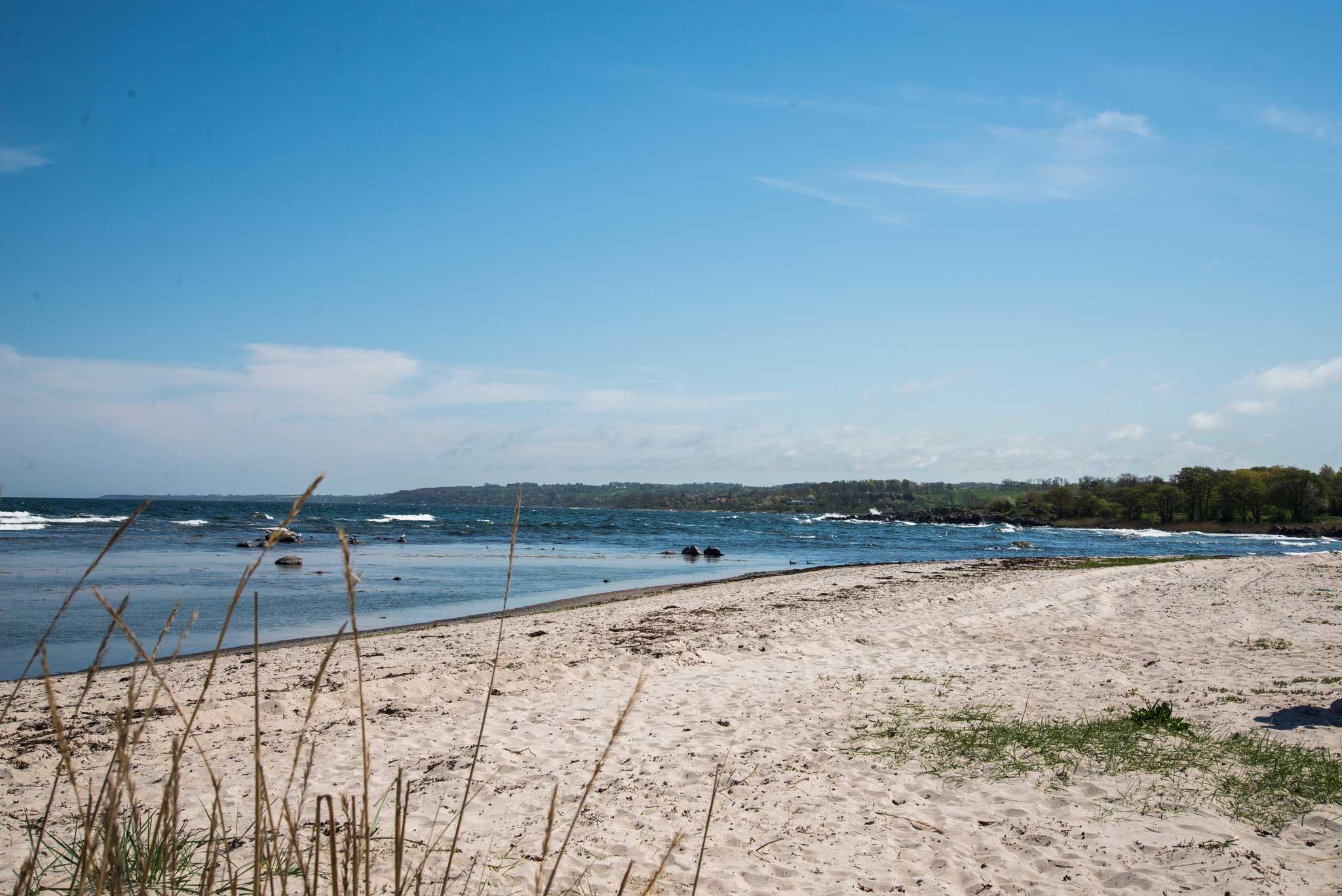 Hvite sandstrender finner du mange av på sørkysten av Bornholm.